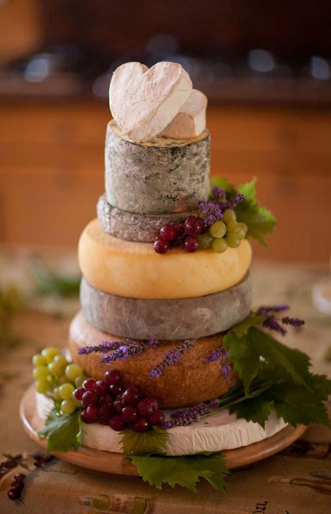 Deliziosa Wedding Cake di formaggi ed uva