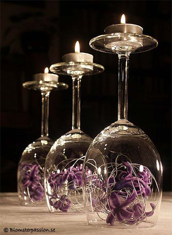 Decorazione realizzata con calici da vino rovesciati.