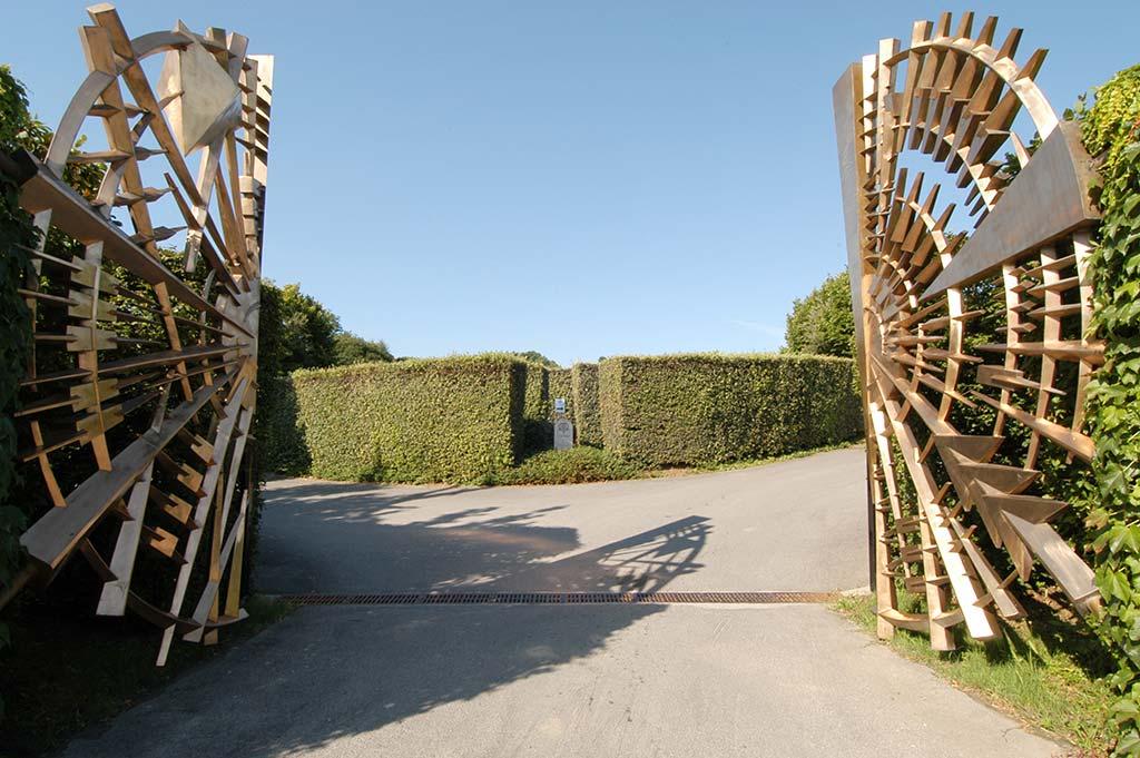 Ca-del-Bosco-cancello-Arnaldo-Pomodoro